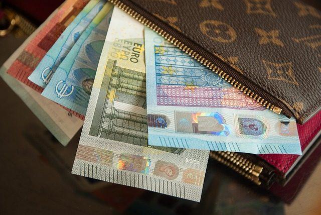деньги в Португалии