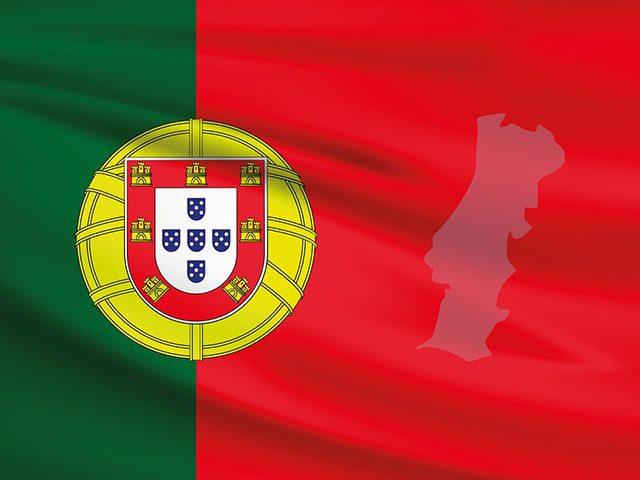 С кем граничит Португалия