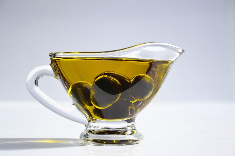 Оливковое масло и португальские оливки